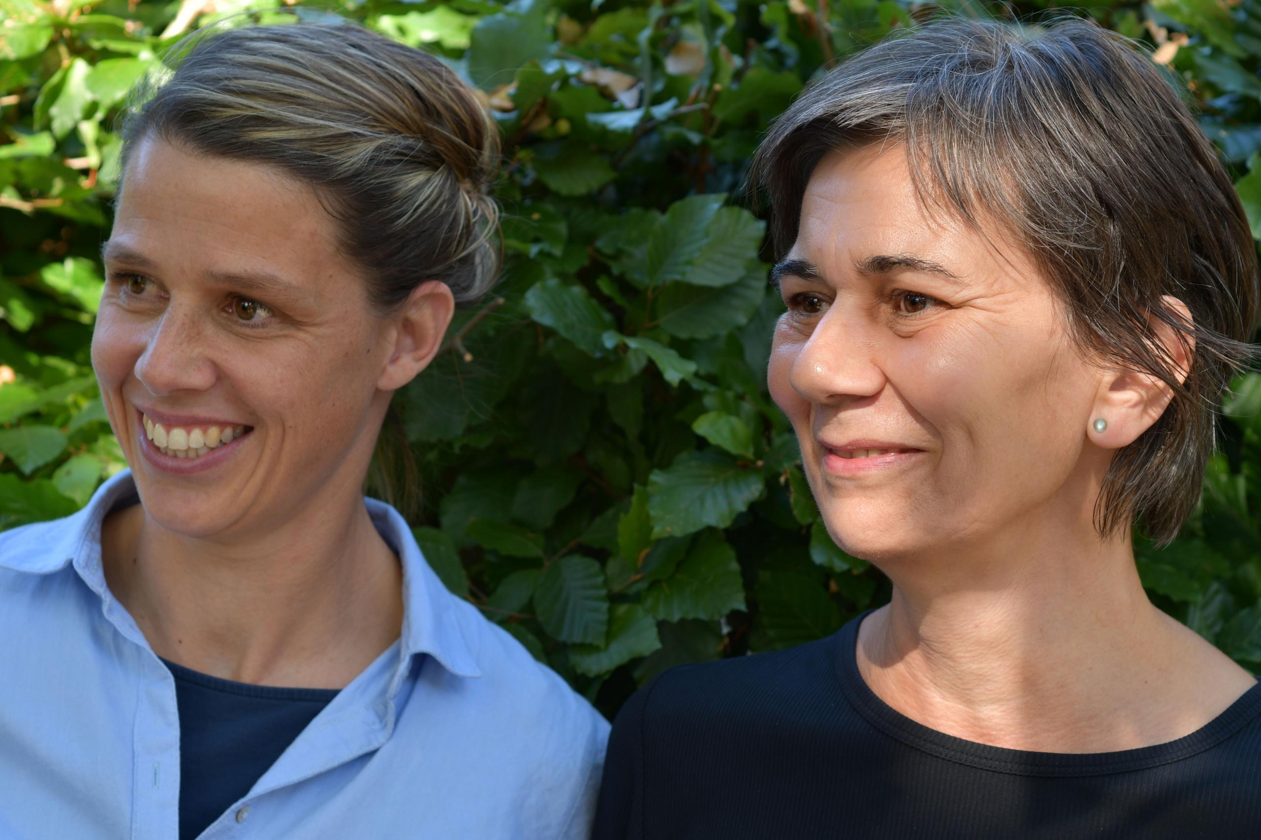 Hebammen Julia Kooter und Sieglinde Schoor